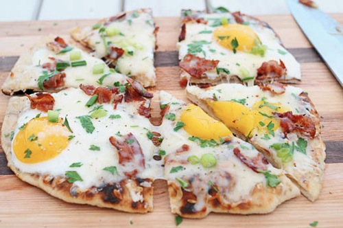 ACozyKitchen Grilled breakfast pizza